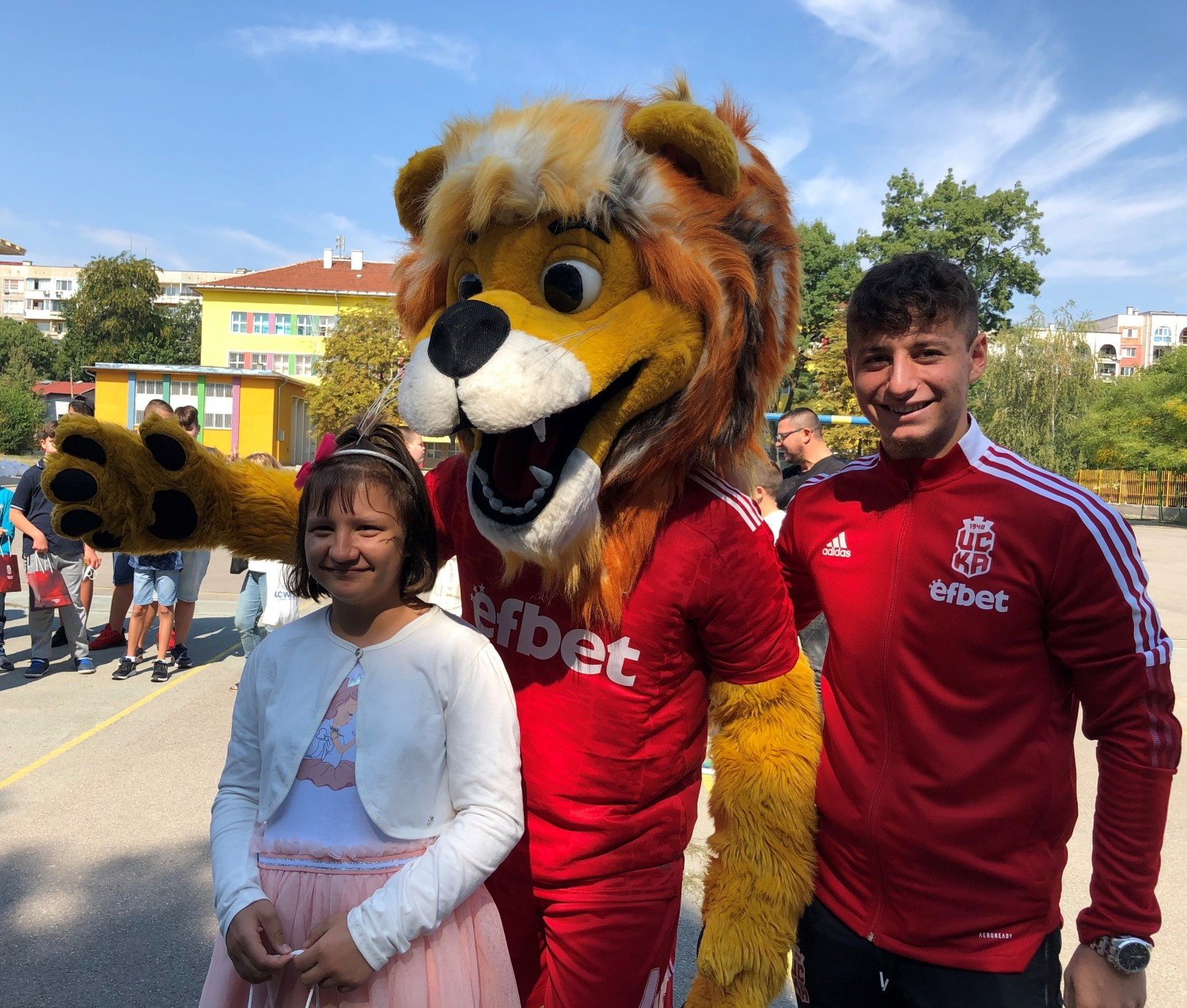 CSKA surprised the children at the Edouard Seguin Center on the first day of school