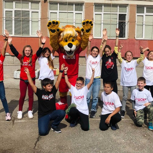 """Games and gifts with CSKA in the """"Atanas Dalchev"""" Secondary School"""